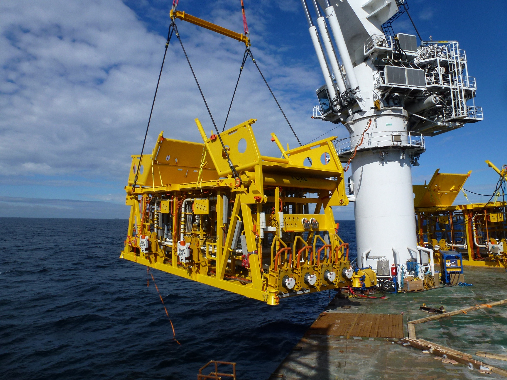 Modulift Subsea Spreader Beam lifting an instalment of a subsea heavy-oil rig