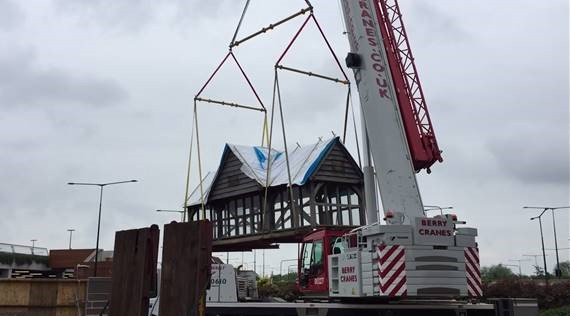 Berry Cranes uses Modulift Beams to Lift Bus Shelter